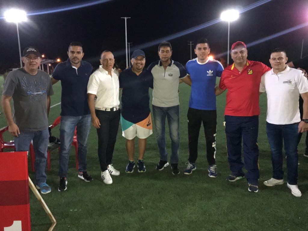 A Jugar Futbol En La Noche La Cordep Ilumino Su Cancha Sintetica