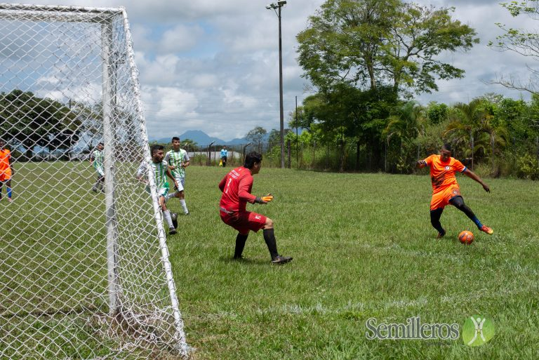 Fútbol en Universus
